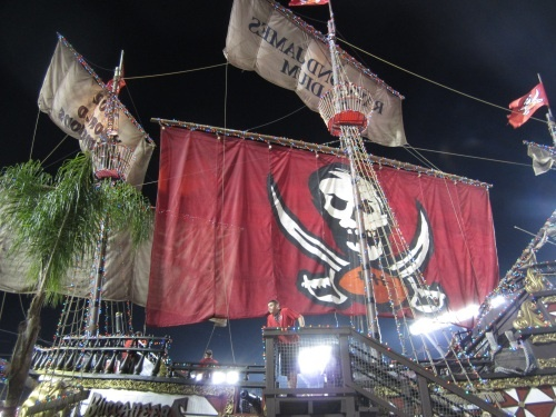 Pirate ship and one end zone of Raymond James Stadium. We went to a game here in December. It was a bit breezy, but the temp was in the 80s. Fun time at the tailgate too. Their fans like their football even when the team isn't winning!