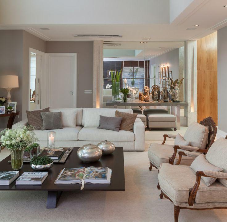 Materiais acolhedores e tons suaves compõem uma casa feita para durar para sempre. Veja: http://casadevalentina.com.br/projetos/detalhes/uma-casa-que-abraca-548 #decor #decoracao #interior #design #casa #home #house #idea #ideia #detalhes #details #cozy #aconchego #neutral #neutro #casadevalentina #livingroom #saladeestar