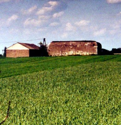 Bocheniec village 5 kilometers (3 miles) east of Golub-Dobrzyń.  On the right of farm building can be seen a shelter for cannon. It is NOT a bunker!!  The cannon had its battle station outside and was pulled inside only during enemy bombing for protection of the gun and the crew. I made this photo in spring 1997  ... probably.