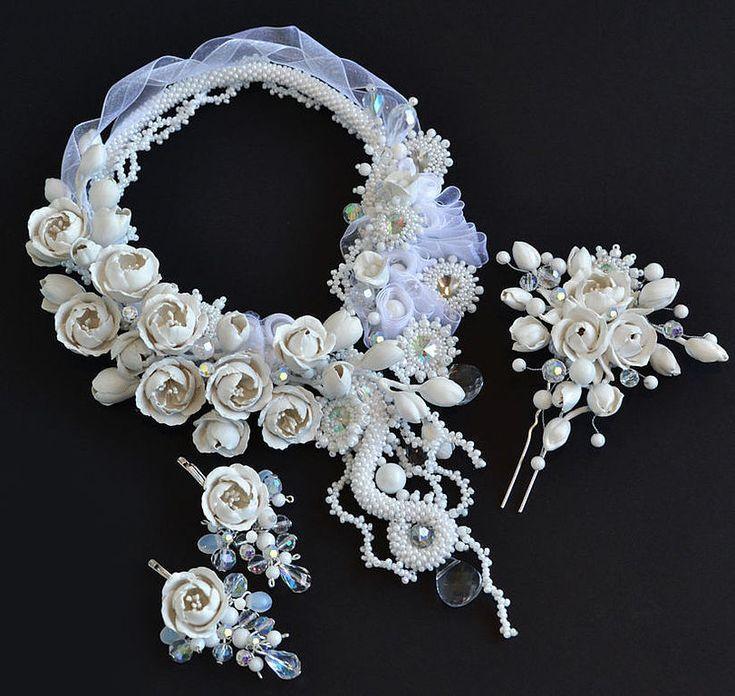 Купить или заказать Свадебный комплект 'Кристалл' в интернет-магазине на Ярмарке Мастеров. Комплект для невесты, состоящий из колье, сережек и украшения для прически. Цветы изготовлены из термопластики (прочные и не боятся влаги), веточки армированы проволокой. Замочек колье находится по центру, он снабжен цепочкой-регулятором длины.…