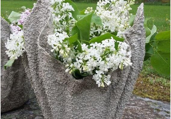 Quante volte ci siamo dannate nel cercare dei sottovasi o vasi particolari per il nostro giardino, o non troviamo quello che vogliamo oppure se lo troviamo