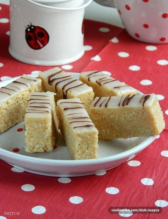 Evo još jednog posnog kolača sa keksom i kokosom, pogodnog za posne slavske trpeze.