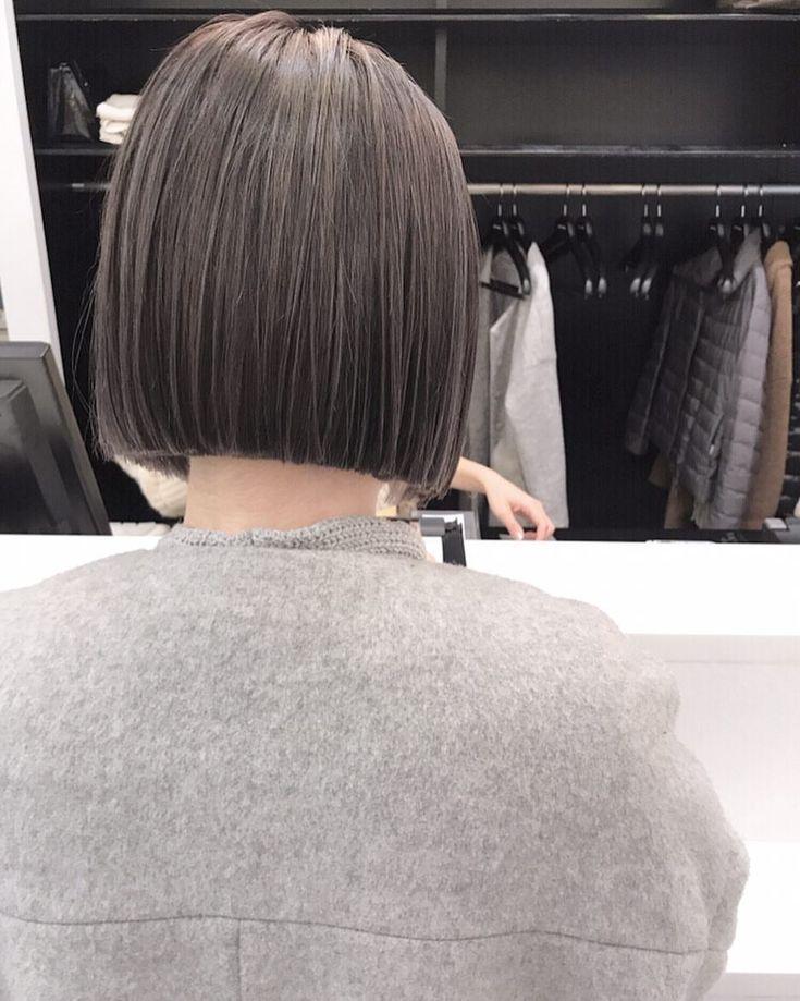 ミニボブ🌿 ・ 襟足ギリギリからのミニボブおすすめのです♡ ・ 秋冬の洋服もスッキリ着れます🖖🏻 ・ ・ 1月5日から通常営業(12時から)致します ・ ・ #shima #bob #hair #ボブ #ロブ#切りっぱなしボブ #パーマ #ウェーブ #ヘアー #ヘアスタイル #カラー #スモーキー#ラベンダースモーキー#ハイライト #ローライト #ミニボブ #ウェットヘアー #セミウェット #プロダクト #コスメキッチン#オーガニックコスメ #オイルスタイリング#ショート#ショートボブ