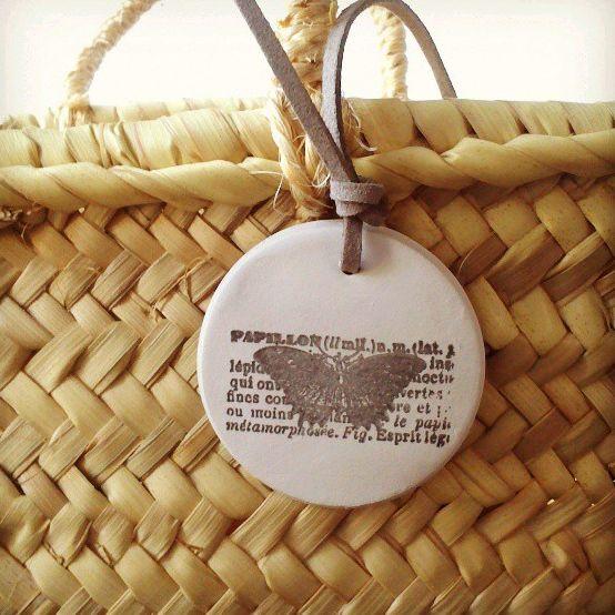 http://valdesalvareda.com/2013/07/15/tags-de-arcilla-tambien-en-verano/