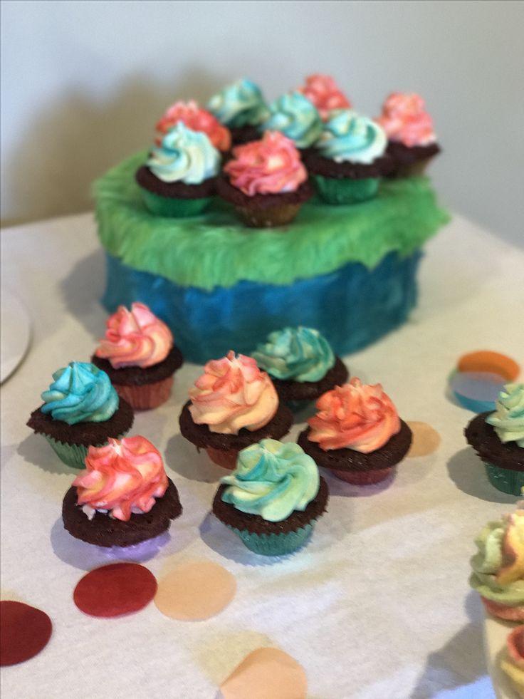 Troll theme cupcakes