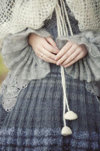 vestuvinės « Indra Dovydėnaitė, flared sweater sleeves