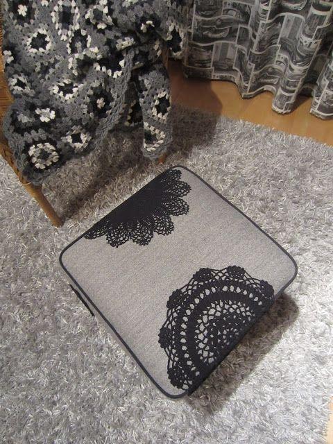 Tee-se-itse-naisen sisustusblogi: Upholstered Ottoman Decorated With Doilies