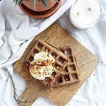 Voor het eerst wafels gemaakt en wat is dat mega lekker😍 Ik maakte ze met speculaassmaak en gebruikte bruin teff meel van @soezieclub💛 Het wafel ijzer heb ik in bruikleen maar ik ben er nu wel zeker van dat ik er zelf ook èèn aan moet schaffen, heb jij ook een wafelijzer in huis? Welke raad je mij aan?  #zininontbijt #healthyfood #gezondeten #recepten #waffles #speculaas #glutenvrij #suikervrij #vega #foodblogger #suikervrij #glutenfree #sugarfree #foodie #breakfast #health #instafood…