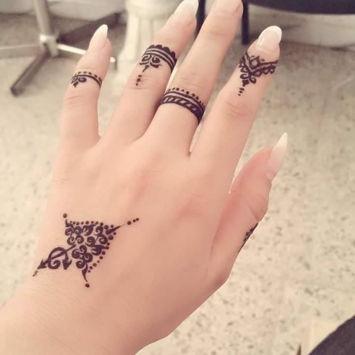 Pin By Nada On A Henna Tattoo Designs Simple Simple Henna Tattoo Finger Henna Designs