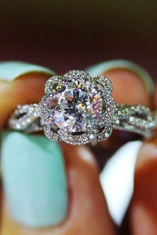 uvas Organo Frotar  Diamantes y Cristales Swarovski: ¿Prefieres Diamante o Swarovski? | Anillos  de compromiso, Anillos de compromiso antiguos, Diamantes