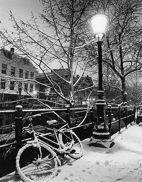 Winteravond 1980: Een besneeuwde Oudegracht