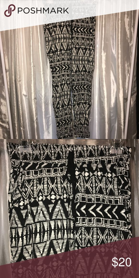 Maurice's flowy Aztec pants Very comfortable rayon flowy pants. Hugs your ankles and stays loose everywhere else (joggers). They do have pockets. Maurices Pants Track Pants & Joggers