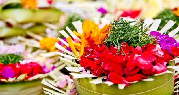 Canang Sari - Daily Balinese Hindus Offerings #baliaround