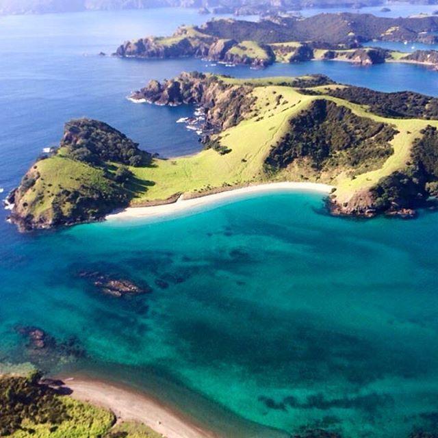 Helicopter ride over the stunning Bays of Islands  #traveling #newzealand  #goodmorning #buenasdias #instafit #fit #instaboys #picoftheday #picoftoday #goodmorningworld #tagforlikes #traveler  #holiday  #travel #exploreeverything #aroundtheworld #morning #saturday #guten_morgen #bonjour #buongioro #bomdia #gunaydin #kalimera #bayofislands #bayofislandsnz