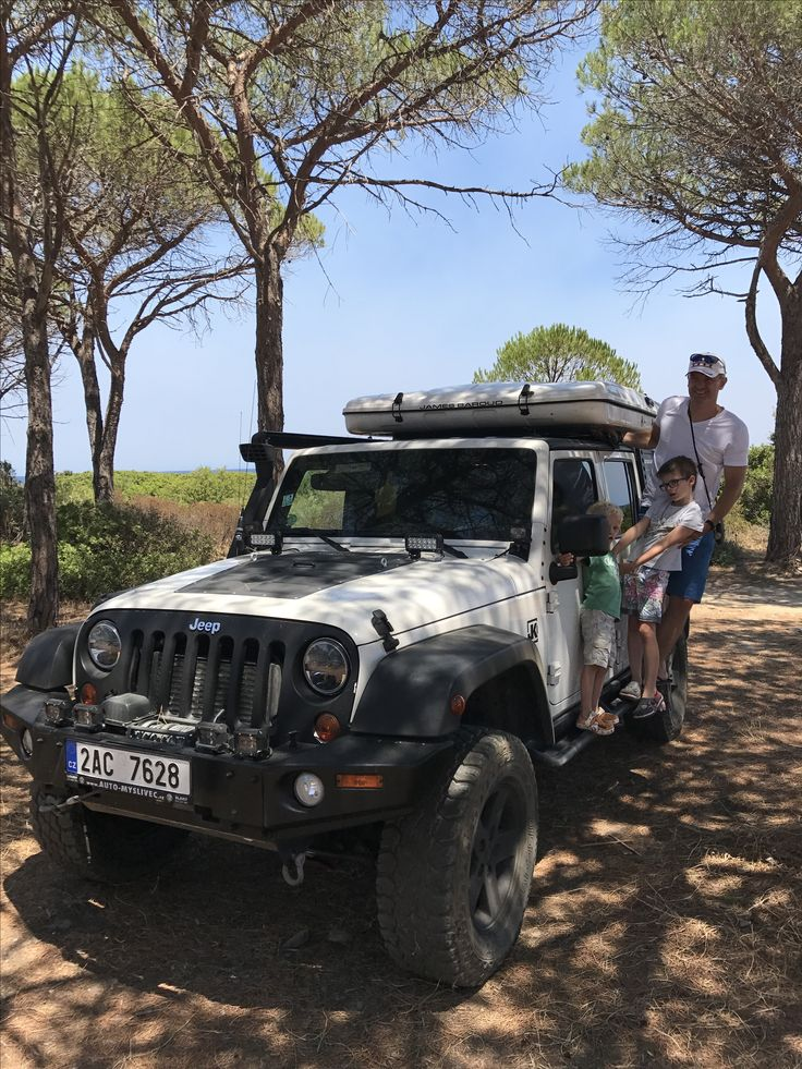 Jeep Wrangler with roof tent James Baround