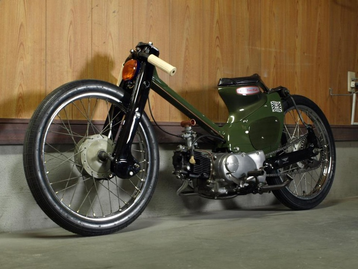 1961 Honda C105  . this is the sickest moped that i've seen in forever.