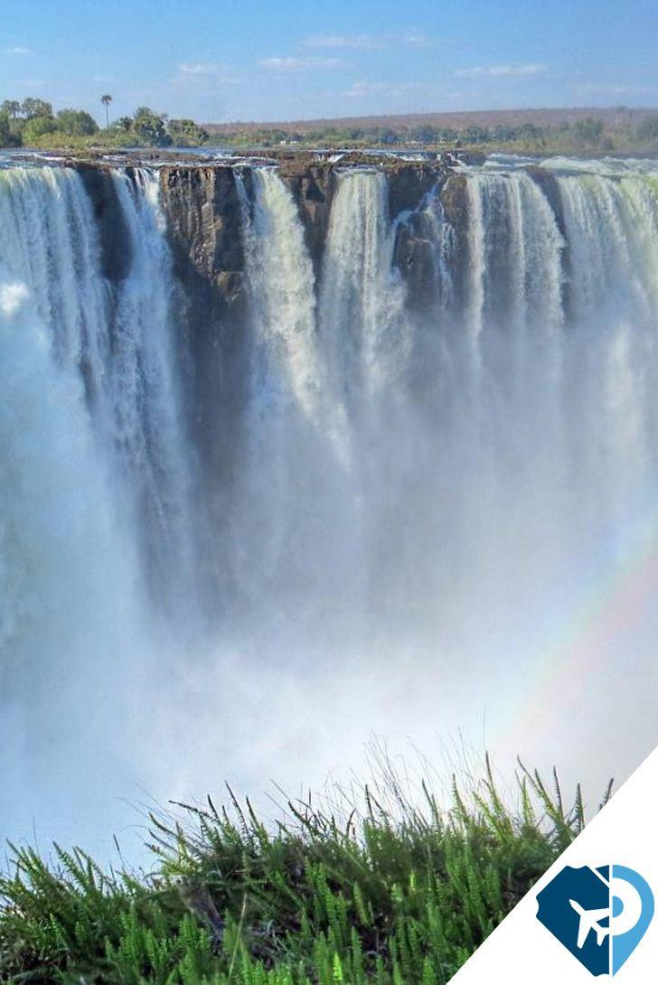 ¿Aún te quedan ganas de más aventura para disfrutar de una de las mejores vistas del mundo? Este es tu destino. La piscina del diablo en la Zambia es uno de los miradores naturales del mundo.