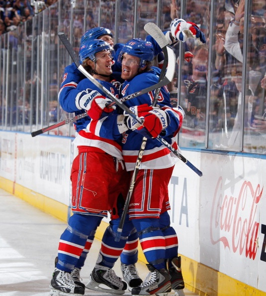 Brad Richards' goal gives the Rangers a lead over the Capitals after 2  periods in game 6 of their series.