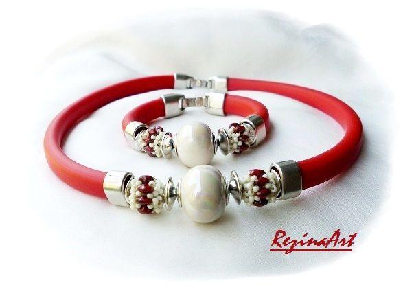 Piros kaucsuk ékszerszett krém színű kerámia gyönggyel