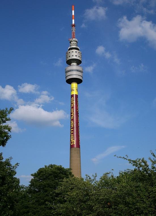Florianturm.  Der Florianturm, kurz Florian, ist ein weithin sichtbares Wahrzeichen der Stadt Dortmund. Der Fernsehturm wurde 1959 anlässlich der Bundesgartenschau im Westfalenpark mit einer Höhe von 219,3 Metern errichtet. Zu dieser Zeit war er kurzzeitig das höchste Gebäude Deutschlands.