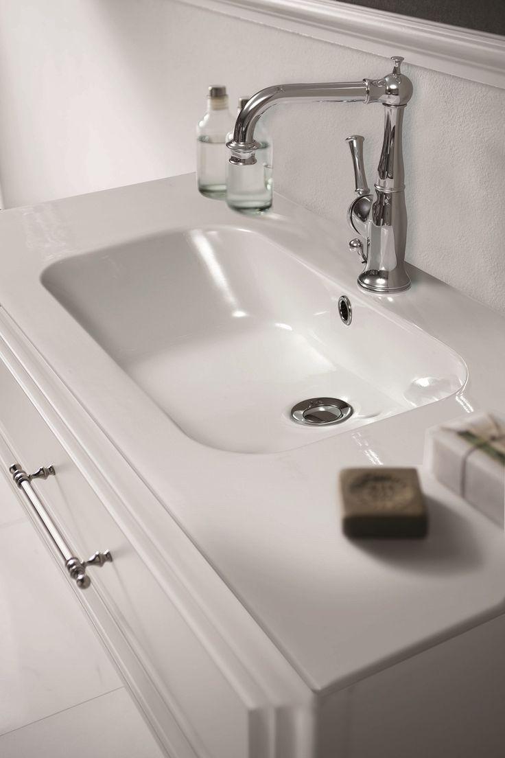 Dettaglio Lavabo in ceramica #GaiaMobili #gaia #bathroom #bagno #bathroomideas #bath #madeinitaly #italian #bathroompics #architect #interior #interiordesign #designer #furniture #wood #laccato #ral #lacquered #arredamento #showroom #mirror #luxurybathroom #classic #classicbathroom #arredobagno #mobiledabagno #italianstyle #ceramic
