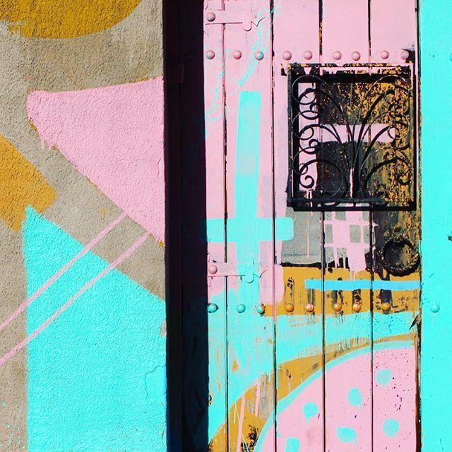 Puerta con reja en Santiago de Chile by @laciudadalinsta   ©