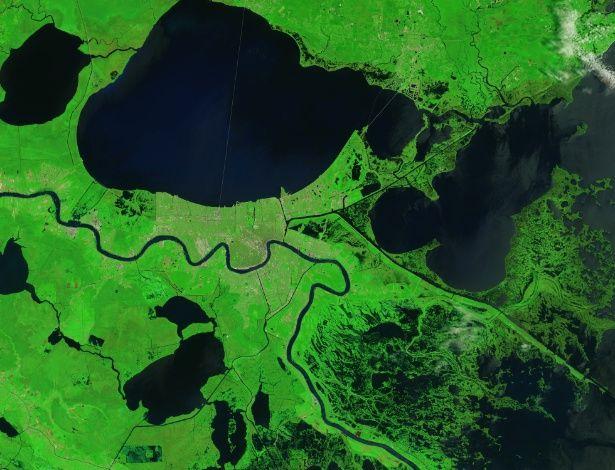 Pântanos e manguezais que protegem Nova Orleans do Golfo do México, nos Estados Unidos, ainda mostram evidências da ira do furacão Katrina, que atingiu a região em 29 de agosto de 2005. As zonas úmidas que circundam Delacroix, uma vila de pescadores, foi um dos lugares mais atingidos pelo furacão. Arrebentação, ventos fortes e uma potente tempestade transformou a região em tapetes de grama morta e moveu sedimentos para outras áreas. O Katrina também ampliou drasticamente os lagos, incluindo…