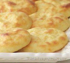 КАРТОФЕЛЬНЫЕ СЫРНИКИ Всего-то понадобятся: картофель и творог практически в равных количествах (примерно 300 г картофеля и 300 г творога), большое яйцо, немного муки и соль.