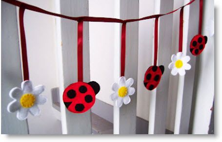 Ladybug & Daisy Garland {Tutorial} and/or a giveaway · Felting | CraftGossip.com