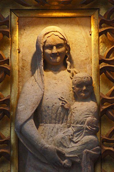 Madonna Łokietkowa z Wiślicy, wczesnogotycka płaskorzeźba z końcówki XIII wieku; znajoma Władysława Łokietka, królowej Jadwigi oraz Jagiełły