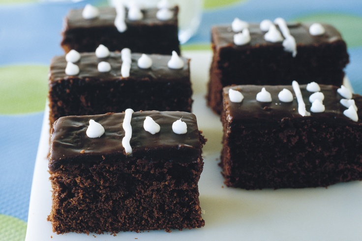 Here is a simple and effective kid's party idea - these little domino chocolate cakes taste as good as they look.