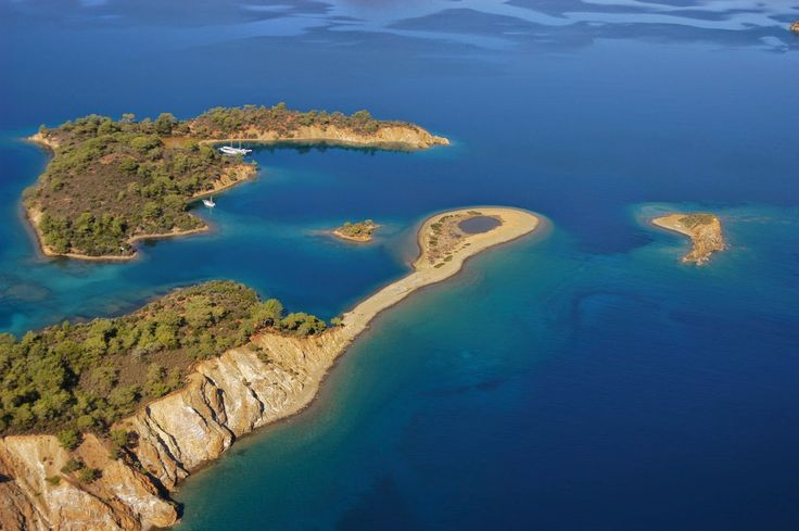 The 12 Islands Boat Tour is one of the most popular and exciting boat trips for tourists in #Fethiye which will demonstrate the beauty of the Gulf of Fethiye.