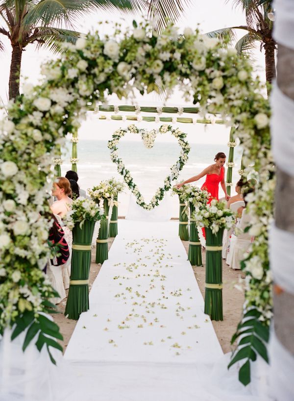 Heart shaped floral wreath as a ceremony backdrop floral fix pinterest un ceremony - Magasin decoration pour mariage ...