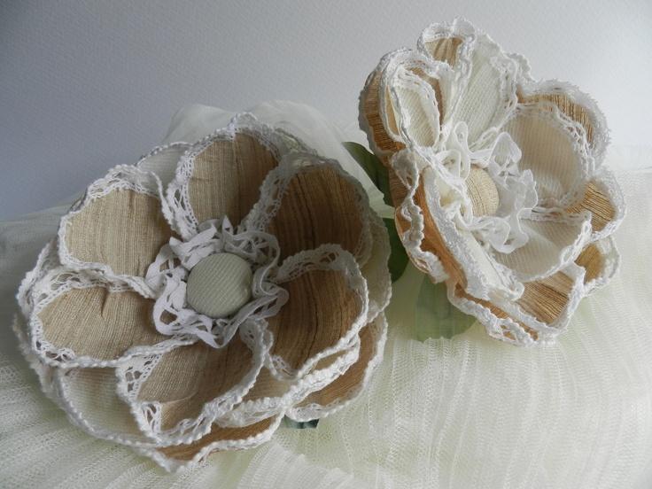 Flor de tela, para flamenca hecha con sedas, lino y encajes.  www.arroyosdeseda.com