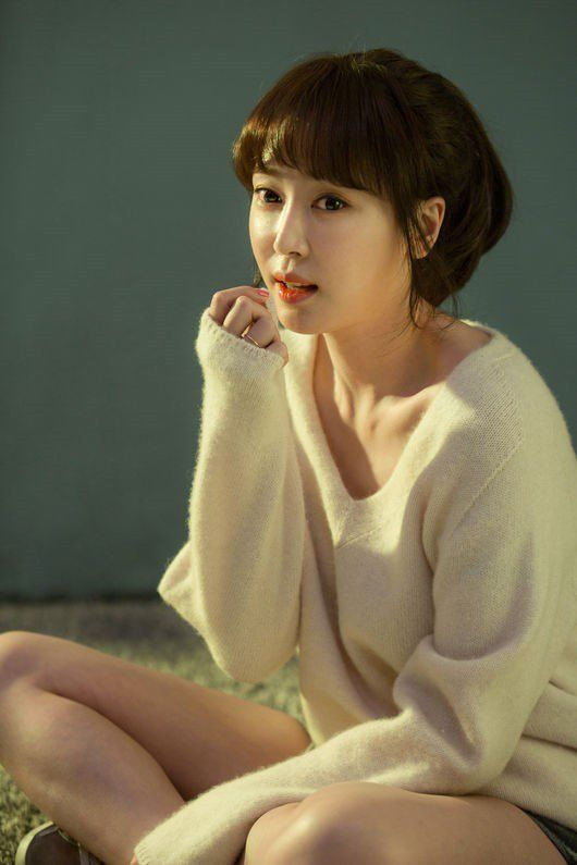 Kang Ye Won and Han Chae Ah Show Off Their Style with 'M' Photoshoot | Koogle TV