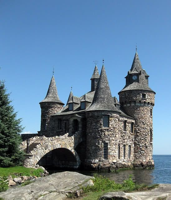 1000 ideas about castle house on pinterest castle house for Houses that look like castles