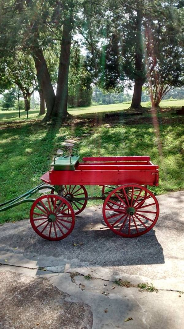 10 best images about wagons on pinterest homemade for Things to do with old wagon wheels