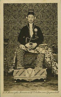 H. H. Hamangkoe Boewono VIII, Sultan of Yogyakarta setaed on his throne - www.postcardman.net