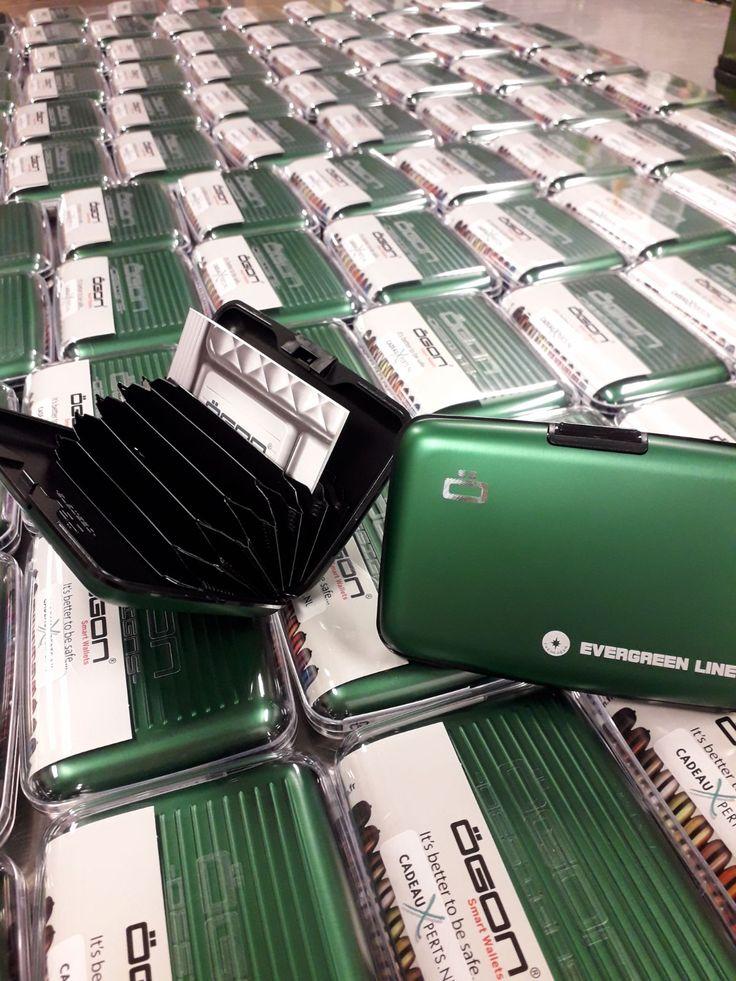 Gemaakt van gerecycled aluminium, beschermen deze handige en stijlvolle creditkaarthouders bankpassen of klantenkaarten niet alleen tegen beschadigingen, maar zeker tegen het ongewenst uitlezen van je betrouwbare informatie! #eindejaarsgeschenk #ÖgonDesigns