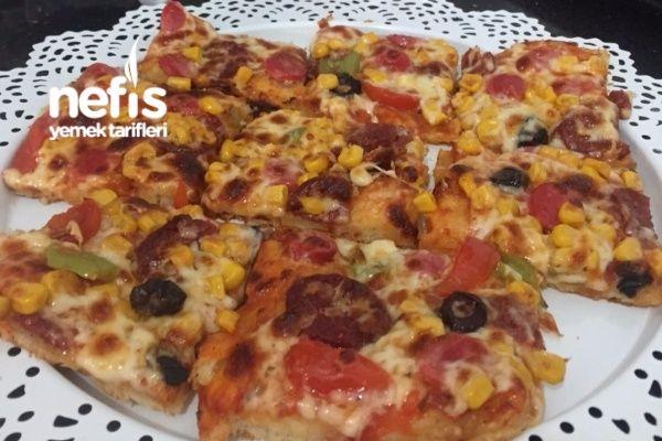 Pizza (Bu Tarif Kaçmaz) Tarifi nasıl yapılır? 2.797 kişinin defterindeki bu tarifin resimli anlatımı ve deneyenlerin fotoğrafları burada. Yazar: Kudret Analay