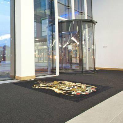 Covoare de intrare, pentru trafic intens, din aluminiu sau poliamida.  http://www.profloor.ro/bariere-de-praf/
