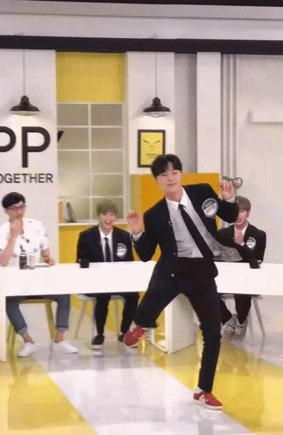 WANNA ONE BRASIL‏ @WannaOne_Brasil [#GIF] 02.08.17 - Minhyun para o programa Happy Together