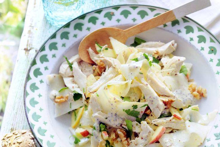 30 september - Kipfilet in de bonus - Deze waldorfsalade met kip is een volwaardige maaltijd. Lekker licht, dus bij uitstek geschikt voor lunchtijd - Recept - Waldorfsalade met kip en knolselderij - Allerhande