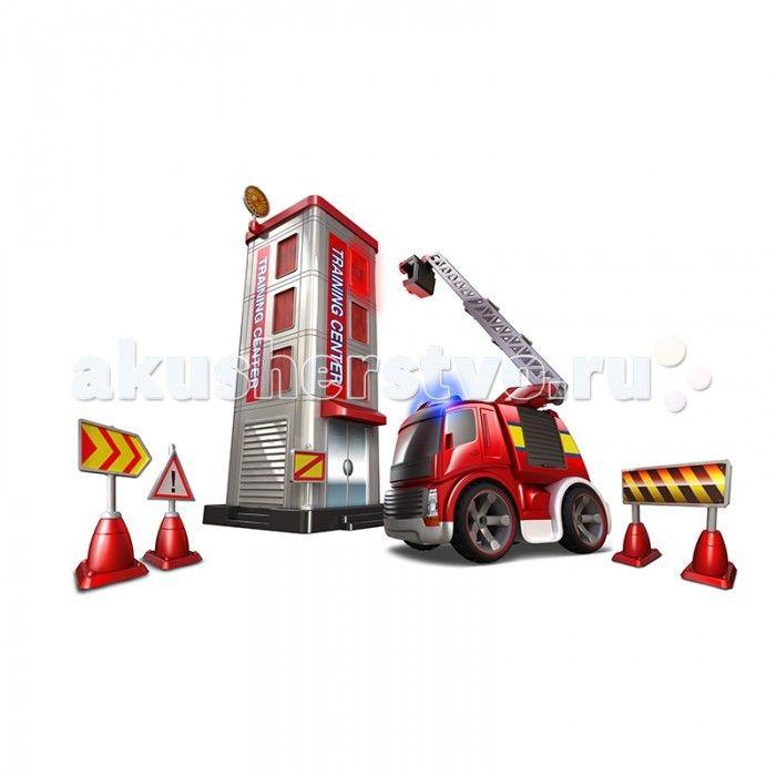 """Silverlit Набор Потуши горящее здание на р/у  Набор """"Потуши горящее здание"""" на р/у – это игрушка для начинающего пожарного.  Ребенок может при помощи пульта управлять машиной, включать сирену и подъезжать к зданию.  В комплект входит пожарная машинка, здание, пульт управления, дорожные знаки.  На здании расположены светодиодные осветительные приборы, которые окружают горящее окно.   Наборы на р/у управляются одним движением руки.  Ребенок поднимает лестницу на красном автомобиле пожарной…"""