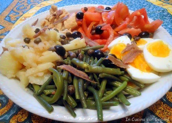 Insalata nizzarda con fagiolini,patate, tonno,uova...
