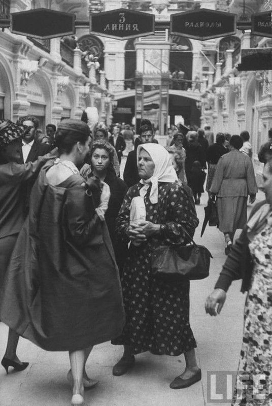 Two worlds, two fashions - Dior show in Moscow, 1959 by Howard Sochurek