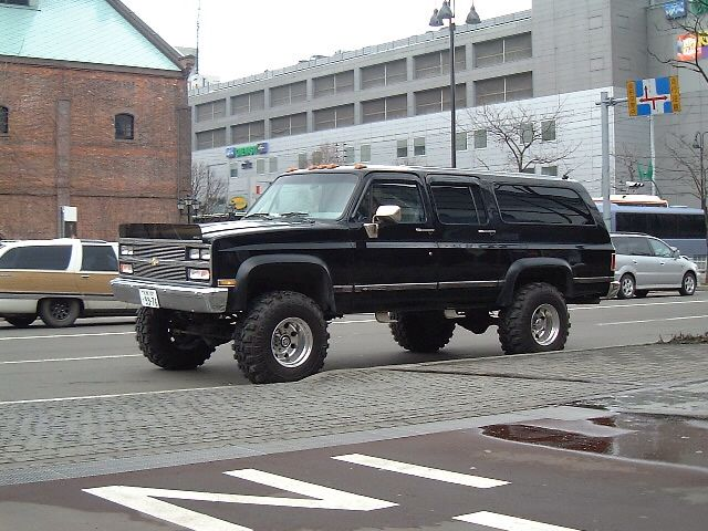Chevrolet Suburban 2500 6in Lift