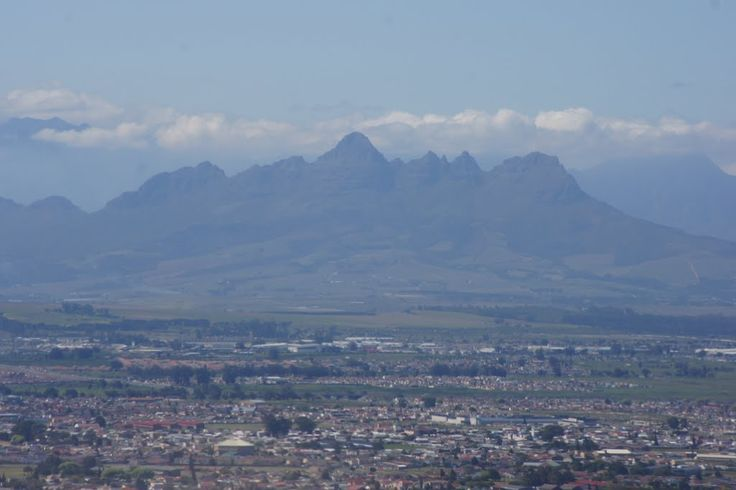 Helderberg Mountain on the east of Kuils River - Cape Town (pic Webley) #KuilsRiver #CapeTown