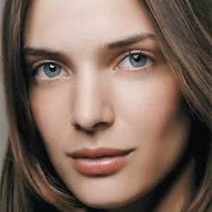 Maquiagem fácil para o trabalho são leves e naturais, pois o objetivo é deixar a mulher com o rosto perfeito sem usar cores fortes e make muito carregada.