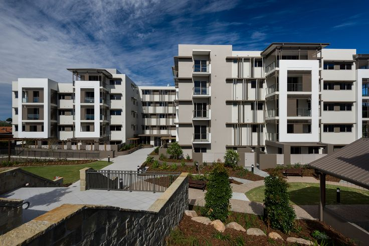 The Communal Facility Building completes the communal heart of the Aveo Clafield Village in Brisbane. On the same site as the recently completed Molly and Selwood seniors living apartment building, this facility is located directly adjacent to the historic Highland's House heritage building and encloses an activated outdoor plaza space. The building also provides pedestrian link connections over two levels to the neighbouring O'Driscoll heritage building.